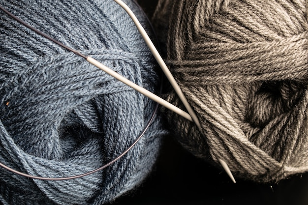 Knitting yarn and knitting, ball of wool