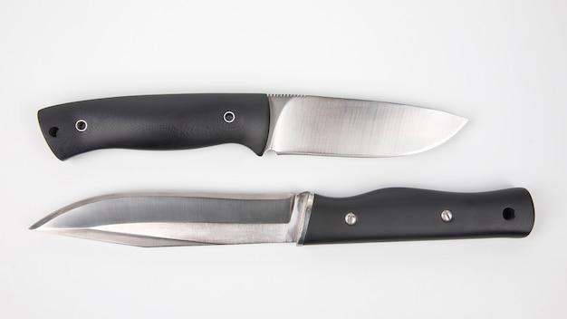 캠핑과 사냥을위한 칼. 절삭 도구. 고립 된 개체