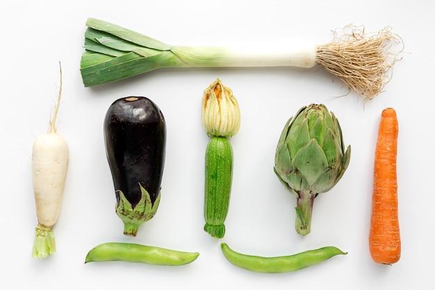 白の組成をknollingの新鮮な野菜