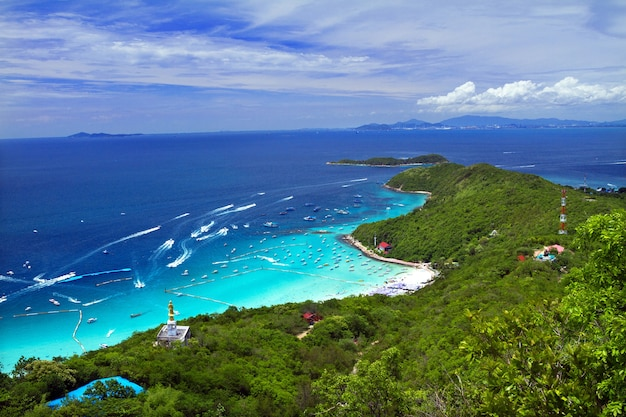 Koh larn island tropical beach in pattaya city, chonburi thailand