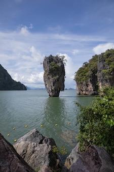 タオ島(タオ島またはジェームズボンド島として知られている)パンガー湾タイ