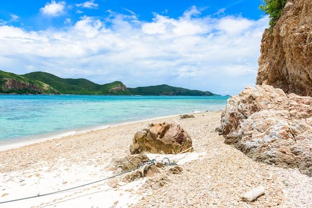 Kohkhamの青い海と白い砂浜。