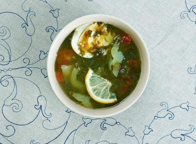 Kok-shourpa-子牛肉、スイバ、卵を使ったウズベキスタンのスープ