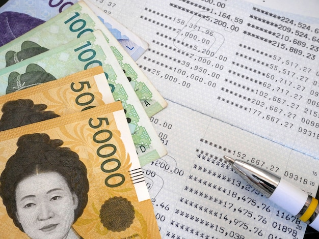 은행 명세서에 한국 지폐