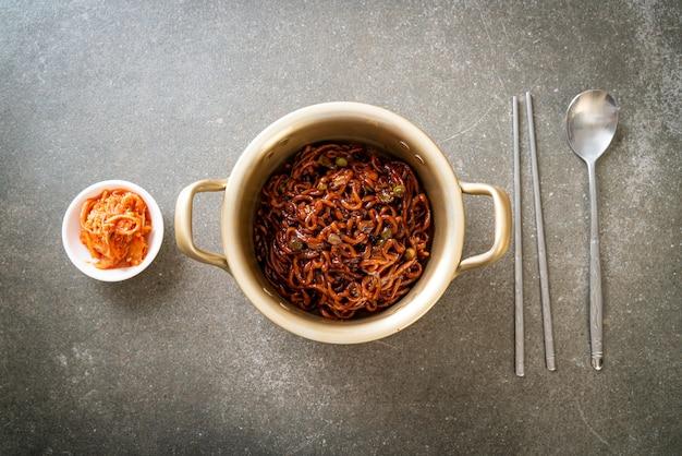 チャジュン醤油のローストと韓国の黒スパゲッティ