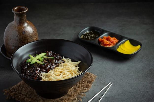 한국 음식 계란 찜 또는 반숙 계란