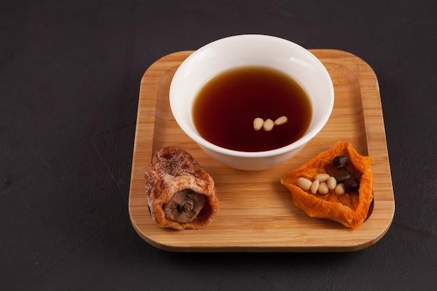 韓国のアイスフルーツティーまたはチルドパンチ。