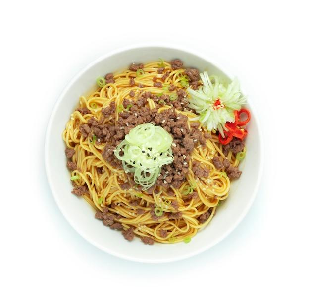 Корейская лапша с острым соусом и говяжьим фаршем