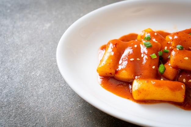 Корейский рисовый пирог в остром соусе (ттеокбокки) - корейская кухня