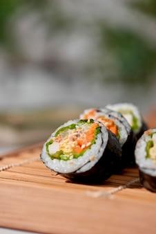 흰 쌀밥 (밥) 등 다양한 재료로 만든 한식 김밥