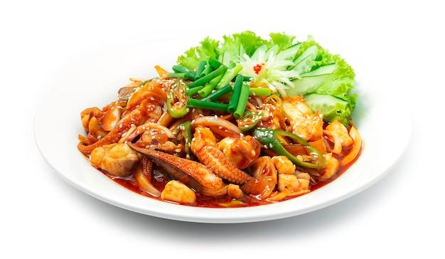 Жареный осьминог по-корейски с острым соусом