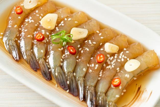 한식 새우 절임 또는 한국 간장 절인 새우-아시아 음식 스타일