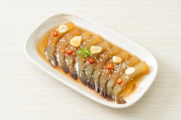 韓国風ピクルスエビまたは韓国醤油漬けエビ-アジア料理スタイル