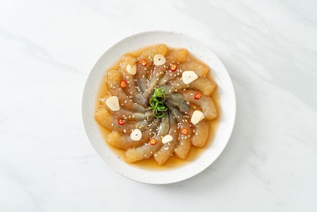 한국식 절인 새우 또는 한국식 간장 절인 새우 - 아시아 음식 스타일
