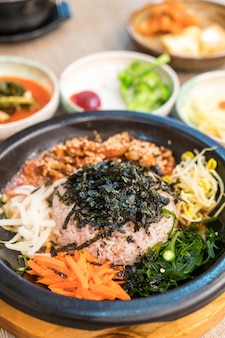 Korean traditional food (bibimbap)