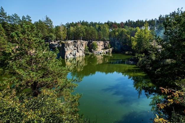 Korostyshevsky 채석장은 korostyshev시 외곽의 화강암 채석장에 침수되었습니다.