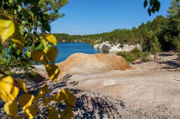 コロスティシェフスキー採石場はコロスティシェフ市の郊外にある花崗岩の採石場に氾濫しました