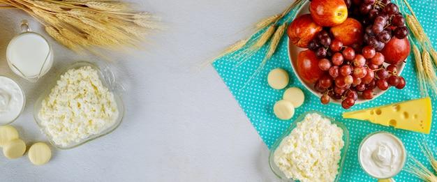 흰색 표면에 정결 한 음식