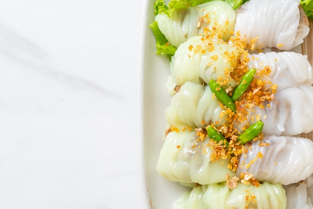(kow griep pag mor) панировочные сухари со свининой или вареные пельмени с рисовой кожурой
