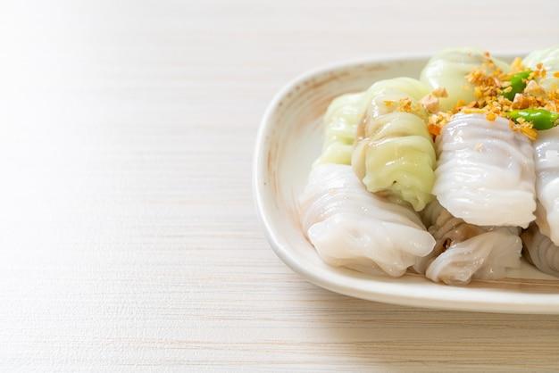 (kow griep pag mor) панировочные сухари со свининой или вареные на пару пельмени с рисовой кожурой