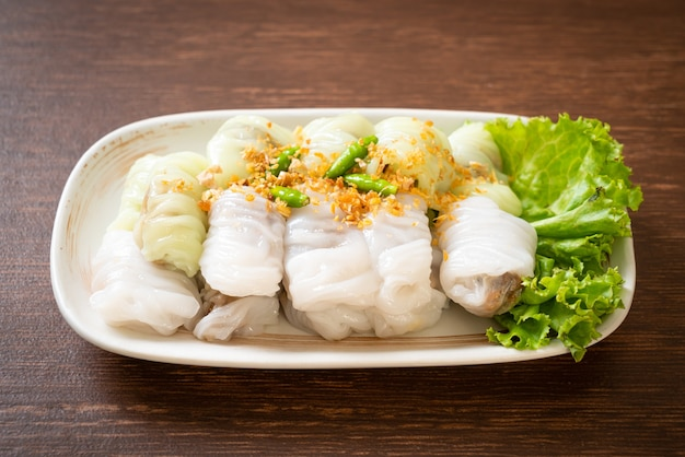 ( kow griep pag mor)pork steamed rice parcels or  steamed rice-skin dumplings