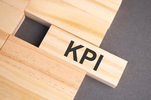 Kpi-グランジ塗装木材にヴィンテージ活版印刷木材