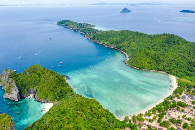 Пейзаж с высоты птичьего полета остров пхи-пхи kra bi таиланд привет сезон