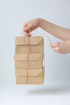 크래프트 판지 상자 음식 또는 의류 배달 배달로 음식을 사는 현대적인 방법