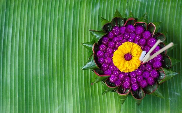 Krathong из натуральных материалов.