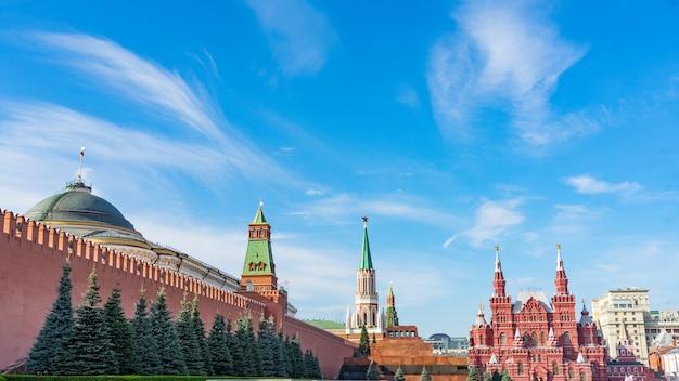 赤の広場、モスクワ、ロシアのクレムリンの壁。