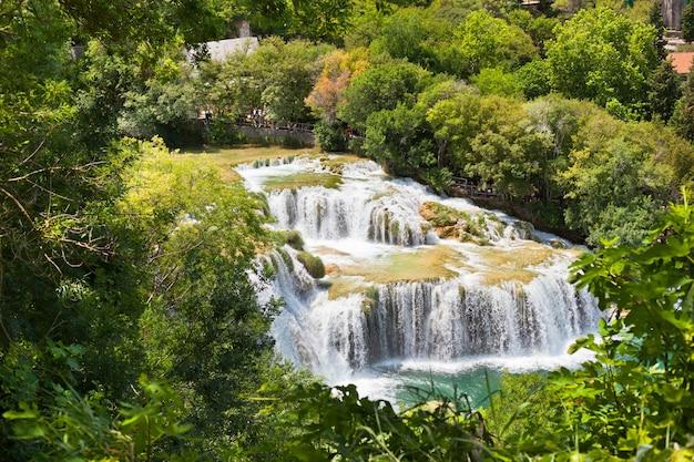 クロアチア、ダルマチアの国立公園にあるクルカ川の滝
