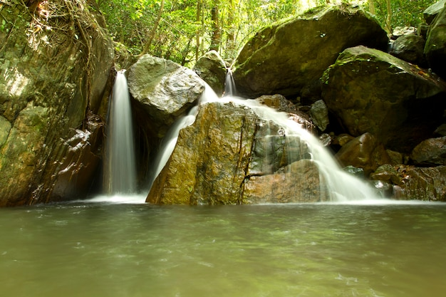 美しい滝krok i dok、saraburi、タイ