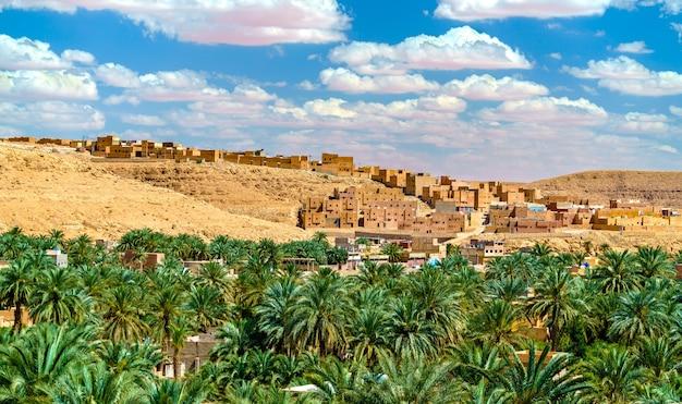 アルジェリアのムザブ渓谷にある古代ベルベル人の町、クサールブヌラ