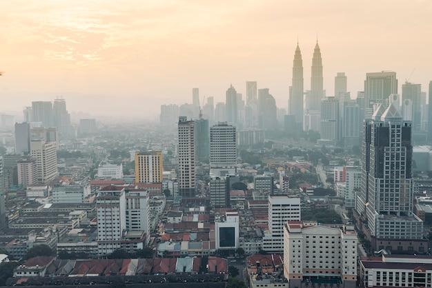 クアラルンプール、マレーシアのスカイライン。klcc。市