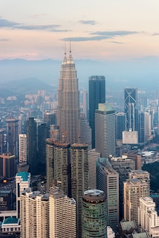 Куала-лумпур - линия горизонта на закате