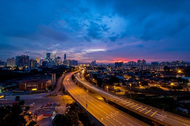 マレーシアのクアラルンプールタワーのスカイライン