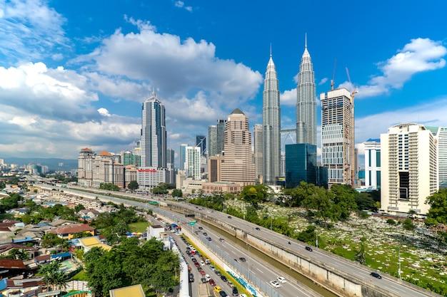 말레이시아에서 쿠알라룸푸르 타워 스카이 라인