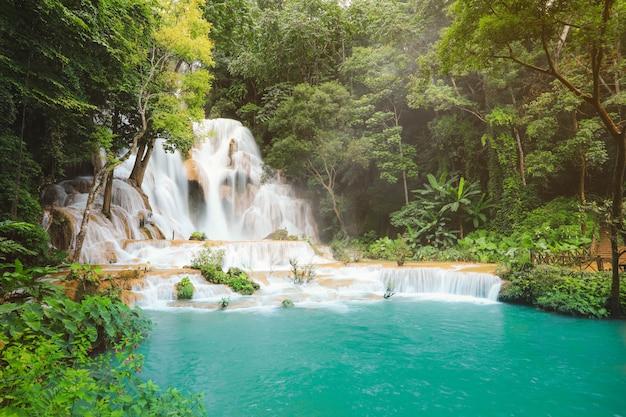ルアンパバーンラオスのクアンシー滝。