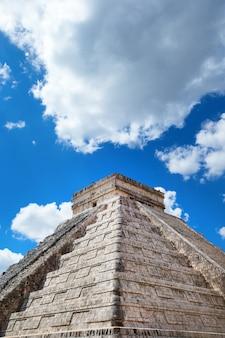 メキシコ、チチェンイツァ遺跡のククルカンピラミッド