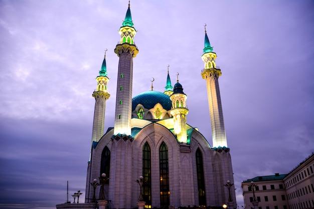 밤에 카잔 크렘린에 있는 kul sharif 모스크. 카잔. 러시아.