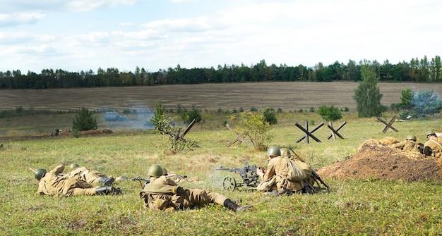 Курск, россия - август 2020 года. реконструкция военных событий. курская битва 1943 года.