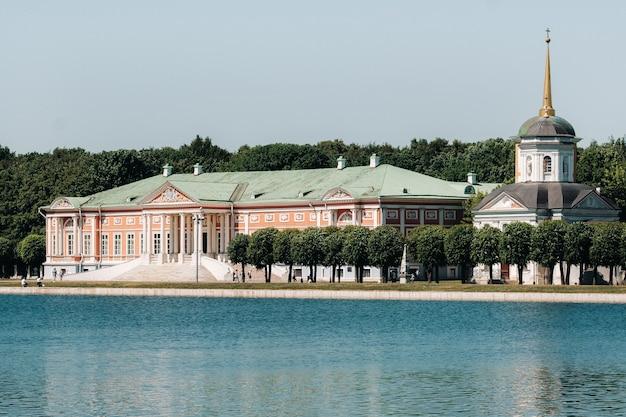 모스크바, 러시아의 kuskovo 저택. kuskovo manor는 모스크바의 여름 거주지 인 xviii 세기의 독특한 기념물입니다.