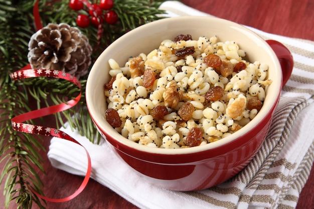 Kutiaのポット - ウクライナ、ベラルーシ、ポーランドの伝統的なクリスマスの甘い食事