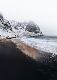노르웨이 로포텐 제도의 크발비카 해변