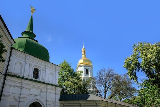 春のキエフ。キエフの聖ソフィア大聖堂は、キエフ大公国の傑出した建築記念碑です。
