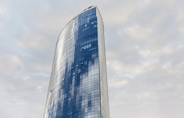 ウクライナ、キエフ-2020年4月1日:キエフのparusビジネスセンター。ローアングルビュー