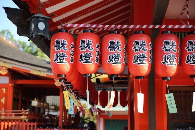 교토 - 6월 2일: 교토의 후시미 이나리 타이샤 일본 등불. 일본 2016년 6월 2일