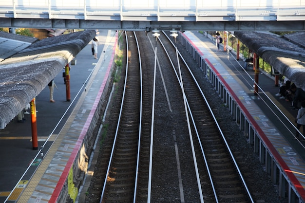 Kyoto- 6月2日:人と町のある鉄道駅。日本2016年6月2日