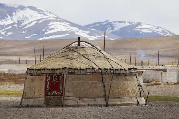 タジキスタンのパミール山脈のキルギスのパオ