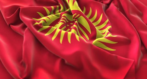 Bandiera del kirghizistan ruffled beautifully waving macro close-up shot